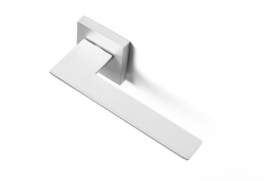 zeus-manilla-puerta-minimalista-gris-plata