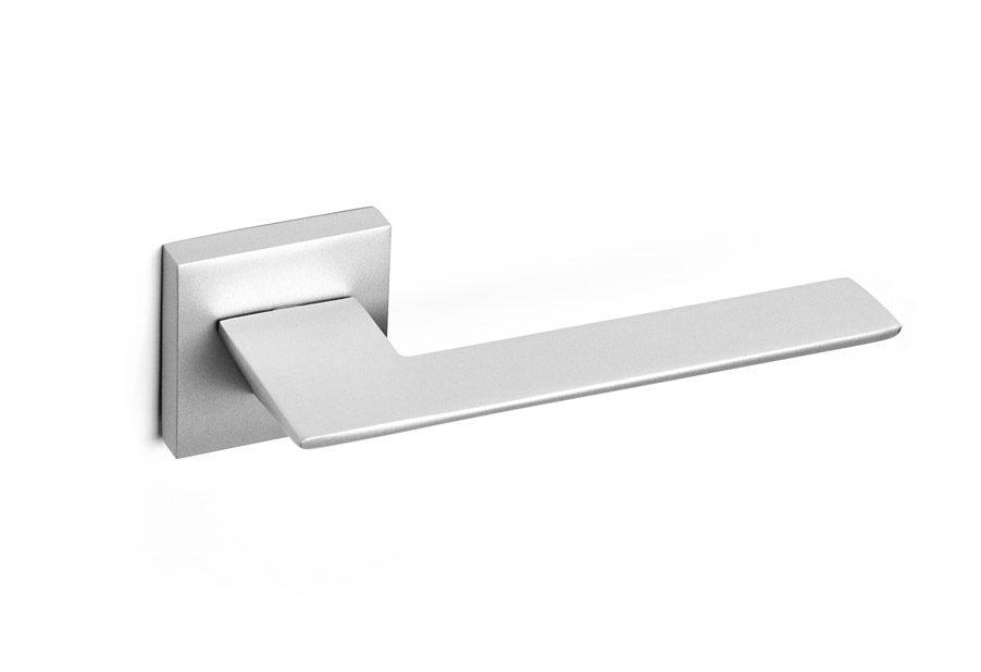zeus-manilla-puerta-moderna-gris-plata