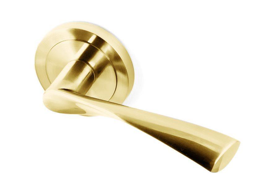leon-manivela-puerta-dorada-tapapomo-zeus